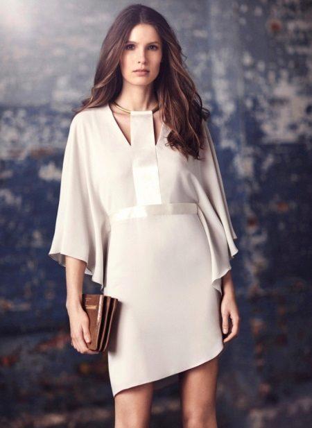 Rochie de seară scurtă albă, cu mânecă de trei sferturi