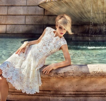 Rochie de seară albă din dantelă