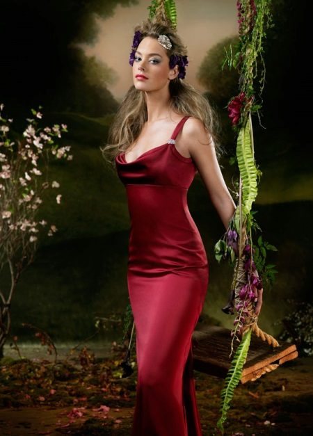 Burgundy evening dress to the floor