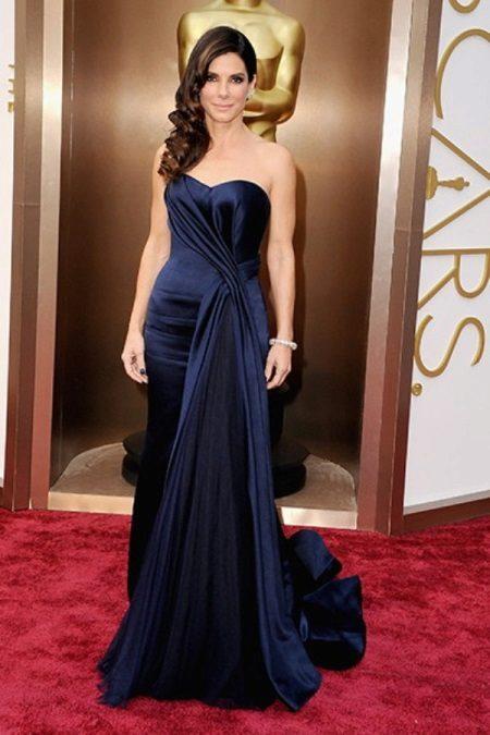 Sandra Bullock illalla kallis mekko