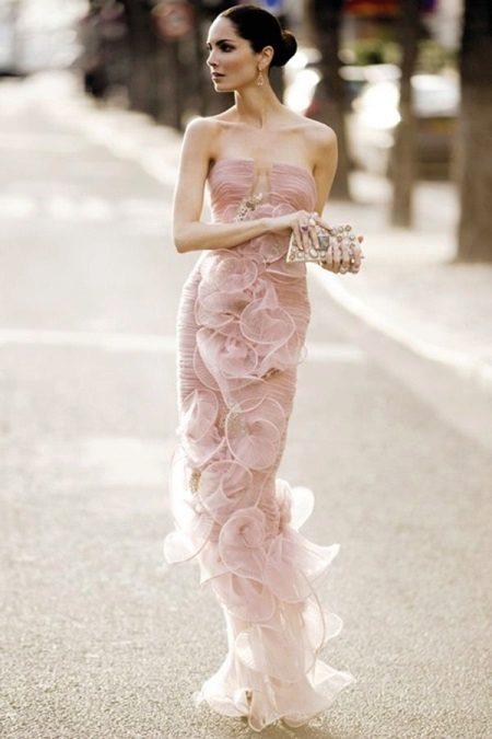 Ainutlaatuinen mekko Armanilta