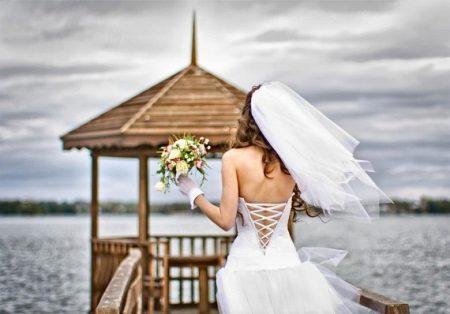 Esküvői ruha fűzővel csipke