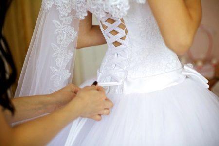 Csipke esküvői ruha