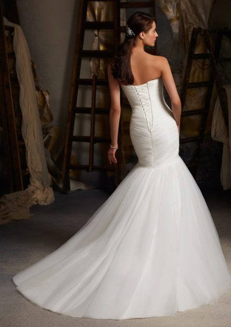 Esküvői ruha fűzővel