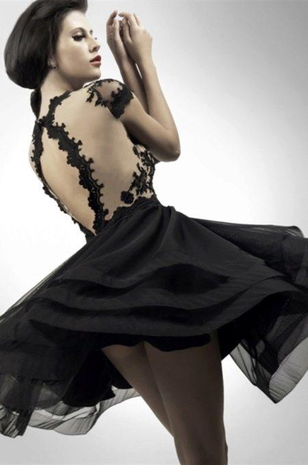 Vestido de noite curto com costas abertas