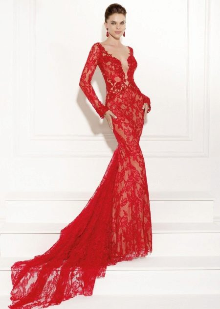 Red lace dress mula sa gabi ng Tariq Ediz