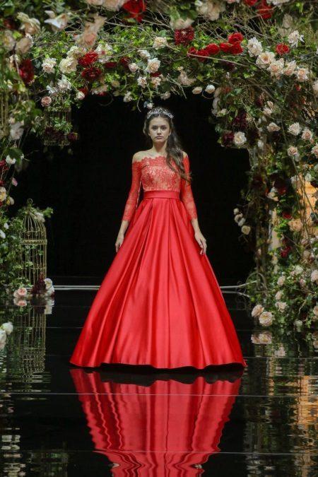 Rode pluizige jurk