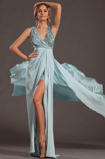 Lyhyt, kevyt mekko, jossa on draping