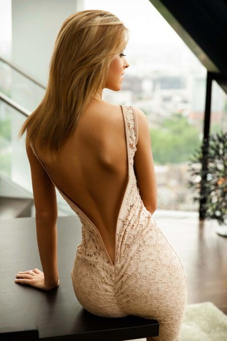 Vestido de noite com as costas abertas