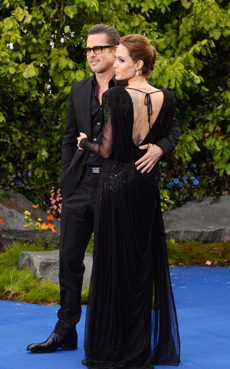 Vestido de noite aberto de Angelina Jolie