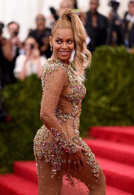 Beyoncen iltapuku tyyliin nude 2015