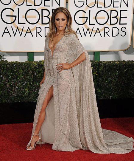 Jennifer Lopezin iltapuku leikkauksineen