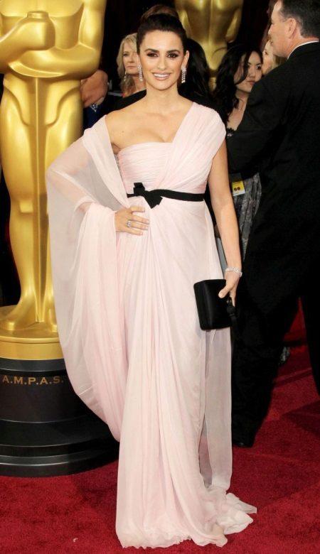 Penelope Cruzin iltapuku