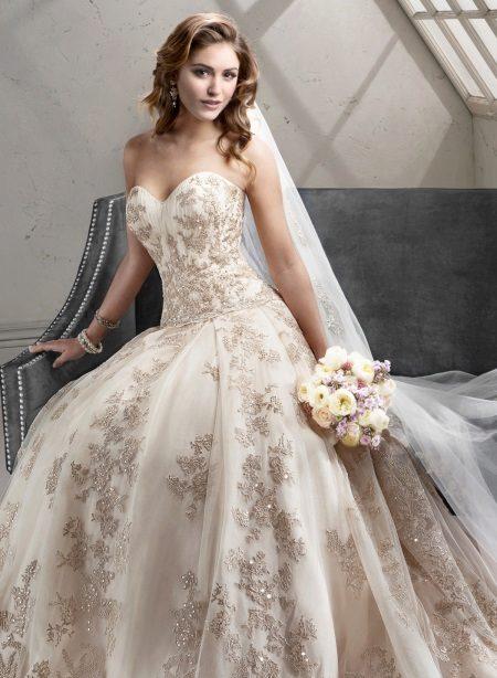 Esküvői ruha csipke és Swarovski kristályokkal