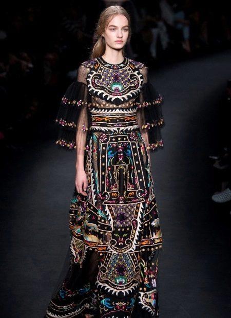 Vestido de noite de Valentino em estilo ethno