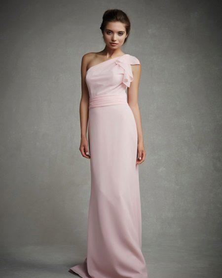 Um vestido de noite ombro para o baile