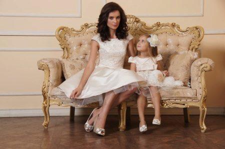 Samat mekot, joissa on äiti ja tytär