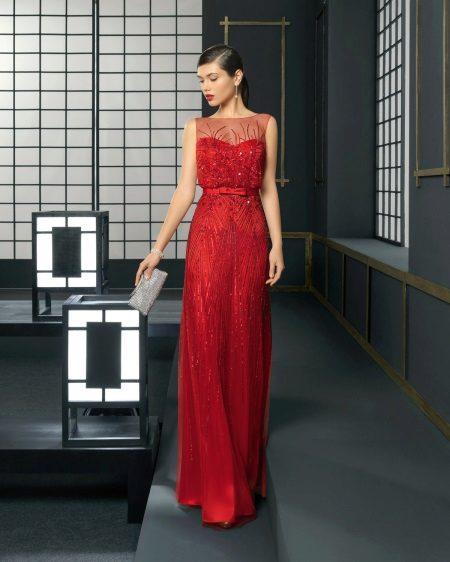 Vestido de noite vermelho no chão para festa corporativa