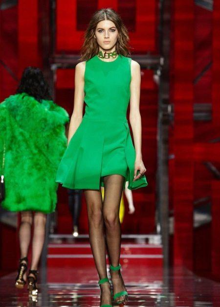 Vestido de coquetel verde para festa de clube