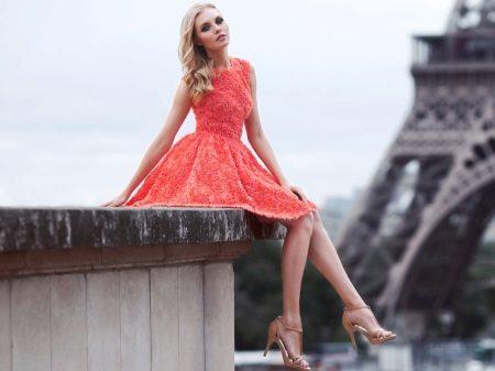 Rød kjole kort af blonder