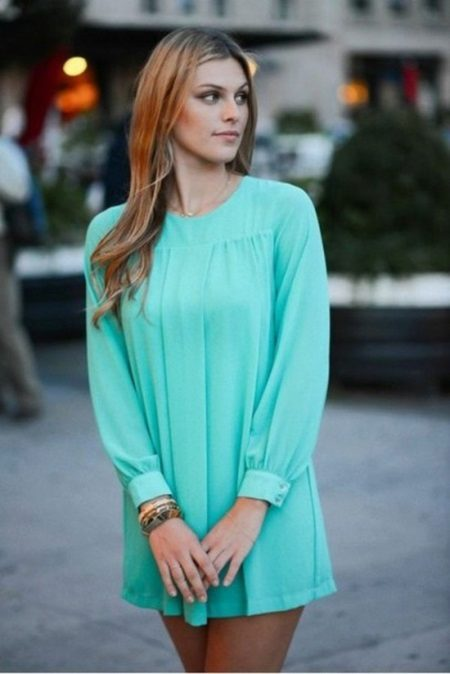 Vestido turquesa curto com mangas