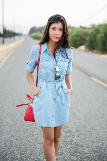 Blue dress with red accessories