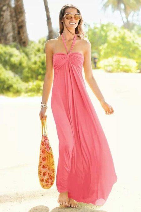 Koralli-mekko, jossa on vaaleanpunainen sävy