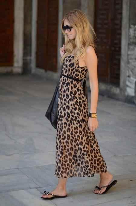 Ayak bileği uzunluğunda leopar elbise