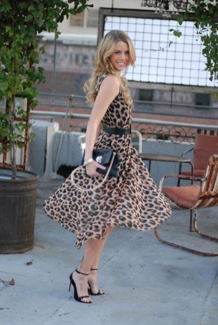 Şifon leopar elbise orta uzunlukta