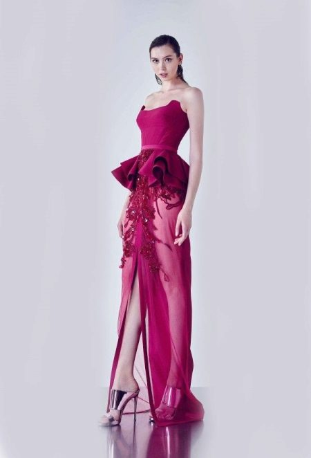 Fuchsia dress with silver high-heeled sandals