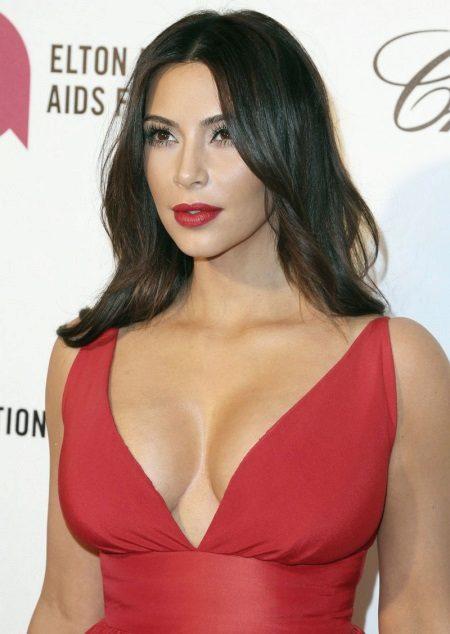 Makeup under the crimson dress