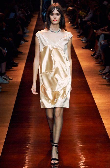 Vestido de noite de cetim em estilo de linho