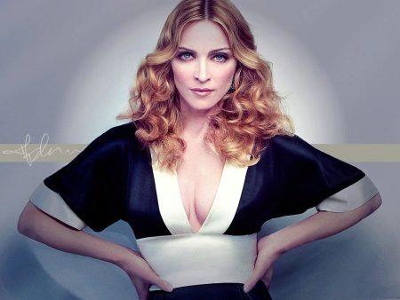 Vestit de Madonna amb escot profund