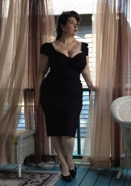 L'estil correcte de vestir per a una noia plena de petita alçada.