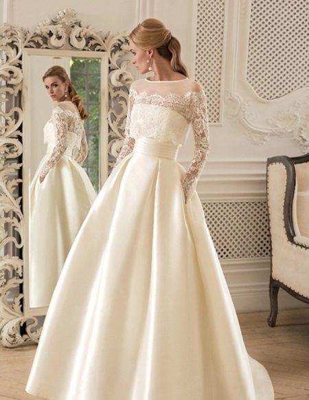 Esküvői ruha és petticoats kipróbálás