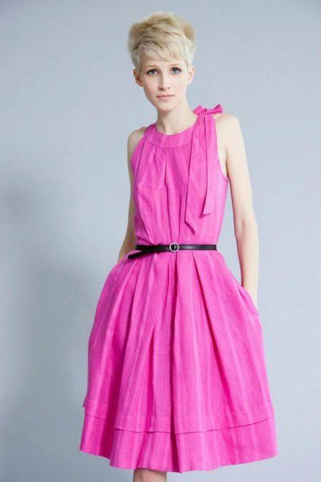 Siyah kuşaklı pembe elbise