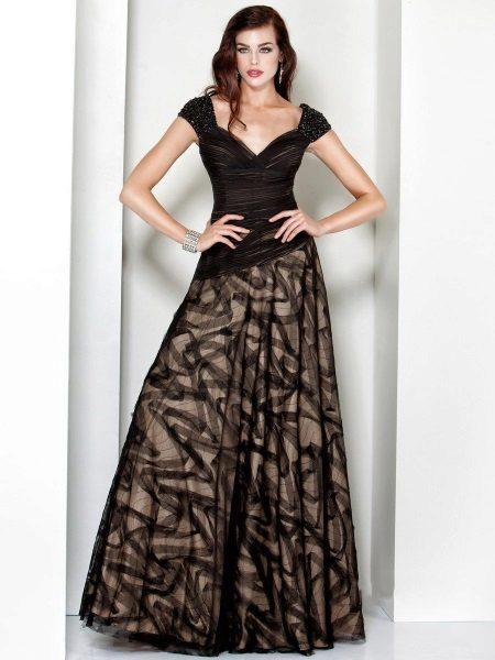 Brun kjole i forskellige nuancer