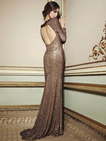 Brun kjole med åben ryg