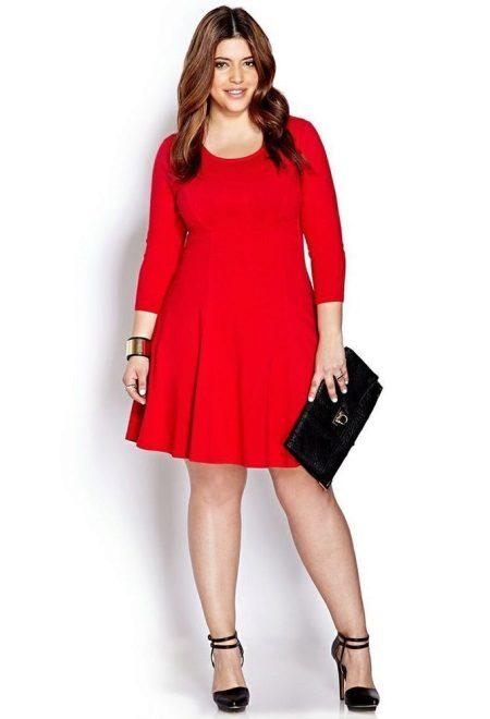 Middelhoge rode jurk met driekwart mouwen voor vrouwen met overgewicht