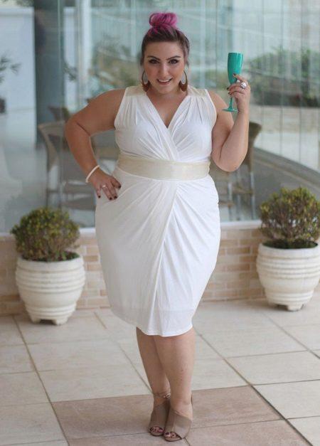 Witte strakke jurk voor volledige korte dames