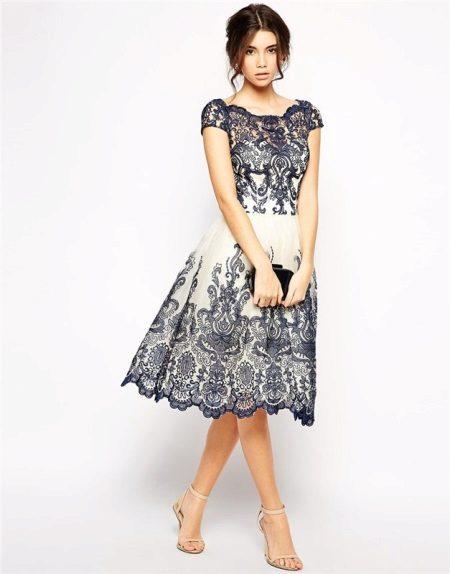 Koyu mavi ile süt elbise