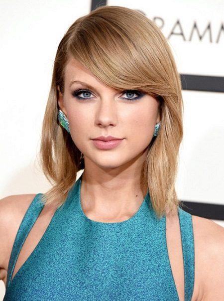 Makeup option to navy blue dress