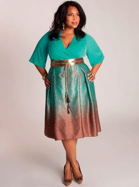 Two-tone dress for the full with a contrasting skirt