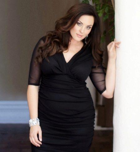 Zwarte jurk met een volledige V-hals