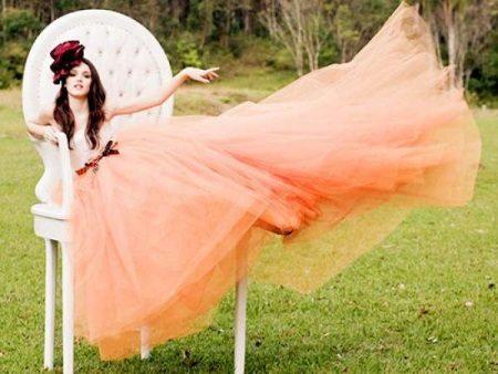 Pehmeä mekko persikka-värissä
