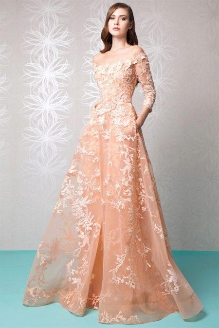 Peach-mekko, jossa on kirjonta