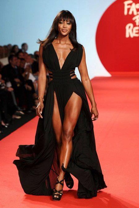 Mekko kahdella leikkauksella Naomi Campbell