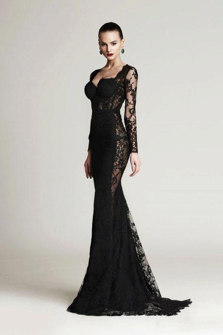 Musta mekko, jossa on läpinäkyvät insertit