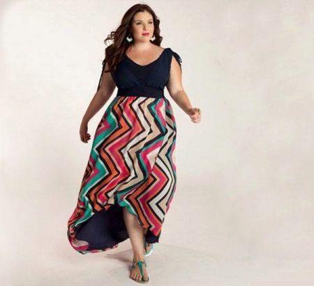 L'estil i el material correctes per a un vestit llarg per a una noia completa (dona)
