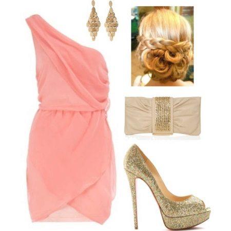 Bijuterii de aur pentru o rochie roz